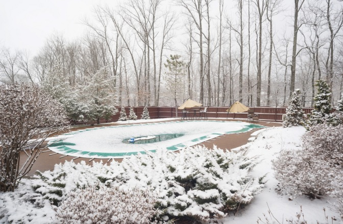 Tracy's Tips: Do I Need to Remove Snow from My Pool Cover?